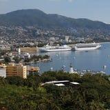 Barcos de cruceros en Acapulco - México Fotografía de archivo libre de regalías