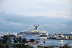 Barcos de cruceros en el acceso de Miami Fotos de archivo