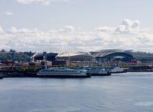 Barcos de cruceros en el muelle de la carga Fotos de archivo