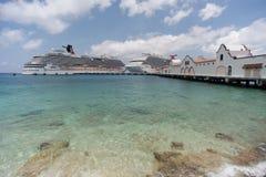 Barcos de cruceros en el puerto de Cozumel Fotos de archivo