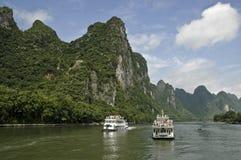 Barcos de cruceros en el río de Li Imagenes de archivo