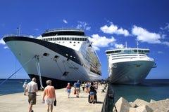 Barcos de cruceros en Phillipsburg, del Caribe Imágenes de archivo libres de regalías