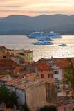 Barcos de cruceros en St.Tropez Imágenes de archivo libres de regalías