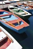 Barcos de enfileiramento coloridos Imagens de Stock Royalty Free