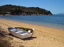 Barcos de enfileiramento magnéticos da praia de Sourthen do console Imagem de Stock Royalty Free