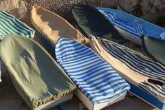 Barcos de enfileiramento no armazenamento do inverno Foto de Stock