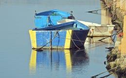 Barcos de enfileiramento velhos, botes, barcos de madeira Imagens de Stock Royalty Free