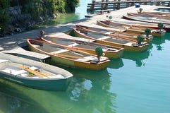 Barcos de fileira adjacentes fotografia de stock royalty free
