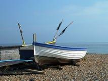 Barcos de Fishermens na praia Fotos de Stock