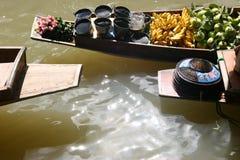 Barcos de flutuação do mercado Fotos de Stock