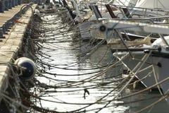 barcos de flutuação na doca fotos de stock royalty free