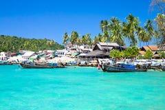 Barcos de la cola larga en la isla de Don de la phi de la phi Imagen de archivo libre de regalías