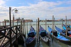 Barcos de la góndola en Venecia Fotos de archivo libres de regalías
