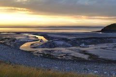 Barcos de la marea baja de la puesta del sol del mar de Clevedon Imagenes de archivo
