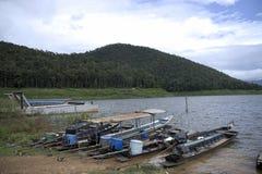 Barcos de Longtail da cauda longa em Tailândia fotografia de stock