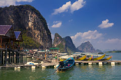 Barcos de Longtail en Krabi Tailandia Fotos de archivo