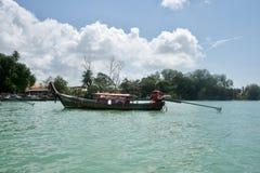 Barcos de Longtail en Railay Tailandia imágenes de archivo libres de regalías