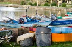 Barcos de los pescadores del lago Bolsena foto de archivo libre de regalías