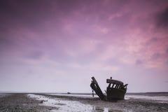 Barcos de madeira da corrosão da resistência da lama imagens de stock royalty free