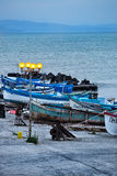 Barcos de madeira dos pescadores no crepúsculo Imagem de Stock