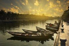 Barcos de madeira em Thu Bon River fotografia de stock royalty free