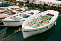 Barcos de madeira na água Na baía de Kotor em Montenegro Miliampère Fotografia de Stock Royalty Free