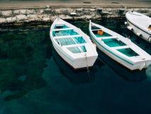 Barcos de madeira na água Na baía de Kotor em Montenegro Miliampère Foto de Stock Royalty Free