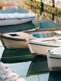 Barcos de madeira na água Na baía de Kotor em Montenegro Miliampère Imagens de Stock Royalty Free