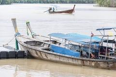 Barcos de madeira no rio Fotografia de Stock Royalty Free