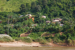 Barcos de madeira tradicionais da vila e de pesca no Mekong River em Laos Imagens de Stock Royalty Free