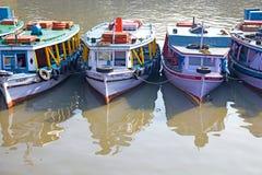 Barcos de madeira tradicionais, Mumbai, Índia Fotos de Stock