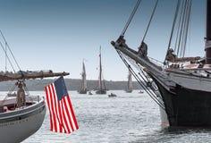 Barcos de madera anclados en bahía Imagenes de archivo