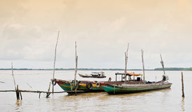 Barcos de madera en el río Mekong en Tra Vinh, Vietnam Imágenes de archivo libres de regalías