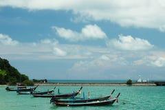 Barcos de mar en Tailandia fotos de archivo