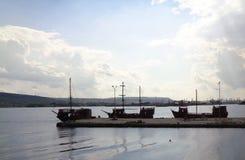 Barcos de Marine Pleasure en el embarcadero en el puerto de Varna Fotografía de archivo libre de regalías
