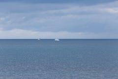 Barcos de motor en el mar Fotos de archivo libres de regalías
