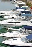Barcos de motor en el puerto deportivo de Brighton Imagen de archivo