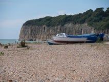 Barcos de motor na costa Foto de Stock