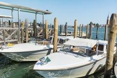 Barcos de motor no porto em Lido di Iesolo, Itália Fotos de Stock Royalty Free