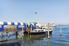 Barcos de motor no porto em Lido di Iesolo, Itália Foto de Stock Royalty Free