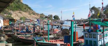 Barcos de navegación cerca del hin de Hua, Tailandia Fotografía de archivo