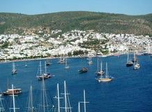 Barcos de navegación en Bodrum-Turquía fotos de archivo