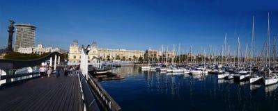 Barcos de navegación en el puerto Fotos de archivo