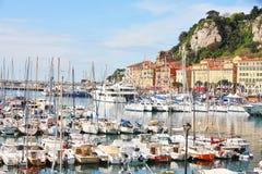 Barcos de navegación en el puerto deportivo Imágenes de archivo libres de regalías