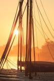 Barcos de navegación en la salida del sol Imagen de archivo libre de regalías