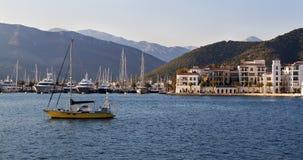 Barcos de navegación en puerto deportivo Tivat montenegro Imágenes de archivo libres de regalías