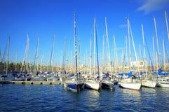 Barcos de navegación que amarran, puerto de Barcelona Imágenes de archivo libres de regalías