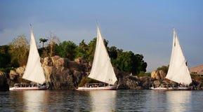 Barcos de navigação no Nile River fotos de stock