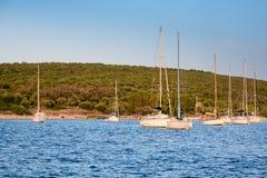 Barcos de navigação no por do sol Foto de Stock Royalty Free