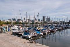 Barcos de navigação no porto Fotografia de Stock Royalty Free